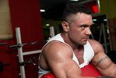 Muscular Man Exercising In Gym — Stock Photo