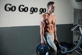 Strong Bodybuilder Training His Six Pack — Fotografia Stock