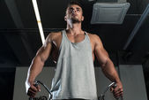 Body Builder Workout On Cable Machine — Stock Photo