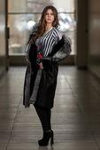 Fashion Model Wearing Long Fur Coat — Stock fotografie