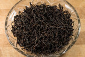 Black Tea Leaves In A Glass Bowl — Stock Photo