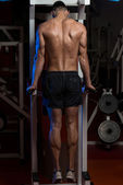 Bodybuilder Doing Heavy Weight Exercise For Triceps — ストック写真