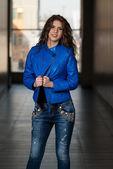 Glamour Fashion Model Wearing Blue Leather Jacket — Stockfoto