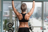 Female Athlete Doing Pull Ups - Chin-Ups In The Gym — Stock Photo