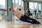 Smiling Woman Doing Abdominal Excerise — Стоковое фото
