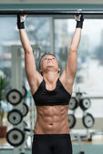 Fitness Woman Performing Hanging Leg Raises Exercise — Stock Photo
