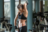 Fitness Women Flexing Muscles In A Healthy Club — Stok fotoğraf