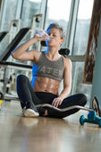 Fit Woman Drinking Water In Healthy Club — Photo