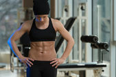 Portrait Of A Physically Fit Muscular Young Woman — Foto de Stock