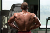 Bodybuilder Performing Rear Lat Spread Pose — Stock Photo