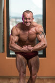 Bodybuilder Performing Most Muscular Pose — Stok fotoğraf