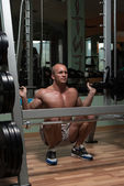 Young Man Performing Barbell Squats Exercise For Legs — Stock Photo