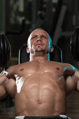 Man Doing Dumbbell Incline Bench Press Workout — Stock Photo