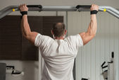 Male Athlete Doing Pull Ups — Foto de Stock