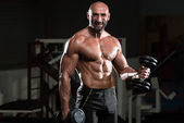 Healthy Man Working Out Biceps In A Health Club — Stock Photo