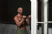 Mature Bodybuilder Working Out Biceps — Stock fotografie