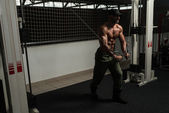 Mature Bodybuilder Is Working On His Chest — 图库照片