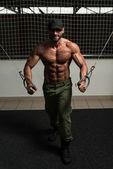 Mature Bodybuilder Is Working On His Chest — Stock fotografie