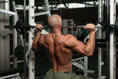 Shoulder Exercises On A Smith Machine — Stock Photo