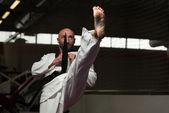 Especialista de lutador de taekwondo com postura de luta — Fotografia Stock