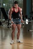 Muscular Man Exercising Biceps — Stock Photo