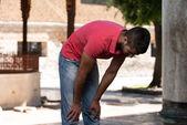 Junge muslimische mann beten — Stockfoto
