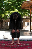 Müslüman erkek camide dua — Stok fotoğraf