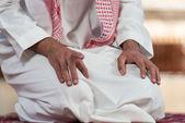 Camide dua erkek el yakın çekim — Stok fotoğraf