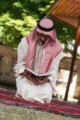Muslim Man In Dishdasha Is Reading The Quran — Stock Photo