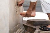 Muslim Washing Feet Before Entering Mosque — Stock Photo