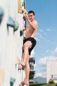 Young Man Climbing Wall Rock Outdoors — Stock Photo