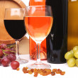 Bottles and glasses of wine and ripe grapes — Stock Photo