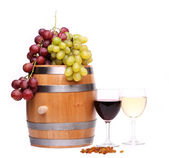 Grape on the barrel, glasses of wine, raisins — Stock Photo