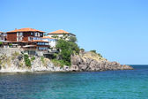 Modern villas located on a cliff above the sea — Stock Photo