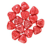 Röda hjärtor av choklad godis på vit — Stockfoto