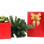 dos cajas rojas con arcos y árbol de Navidad — Foto de Stock   #31932369