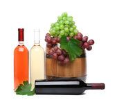 Barrel and bottles of wine with ripe grapes — Stock Photo