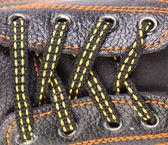 Cerrar los cordones de los zapatos — Foto de Stock