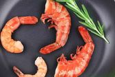 Shrimps on frying pan — Stock Photo