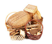 Bread and rolls in wicker basket — Стоковое фото