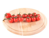 Cutting board with tomatoes-cherry. — Foto Stock