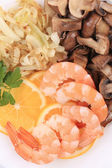Shrimps and champignons with lemon. — Stock Photo