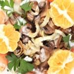 Shrimp salad with mushrooms and white sauce. — Stockfoto