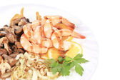 Shrimp salad with mushrooms and balsamic vinegar. — Stock Photo
