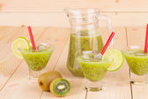 Glasses full of tasty kiwi smoothie. — Stock Photo