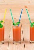 Glas voll mit grapefruitsaft. — Stockfoto