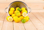 Composition of metal colander and lemons. — 图库照片