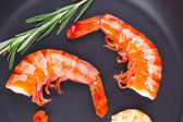 Fragment of shrimps on frying pan. — Stock Photo