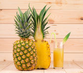 Pineapple fruit and pulp  — Stock Photo