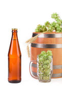 Barrel with hops and beer. — Stock Photo
